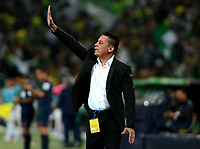 MEDELLÍN - COLOMBIA - 18 - 06 - 2017: Hector Cardenas, técnico de Deportivo Cali, durante partido de vuelta, de la final entre Atletico Nacional y el Deportivo Cali, por la Liga Águila I 2017, jugado en el estadio Atanasio Girardot de la ciudad de Medellín. / Hector Cardenas, coach of Deportivo Cali, during a match of the second leg of the final between Atletico Nacional and Deportivo Independiente Medellin for the Aguila League I 2017, played at Atanasio Girardot stadium in Medellin city. Photo: VizzorImage / León Monsalve / Cont.