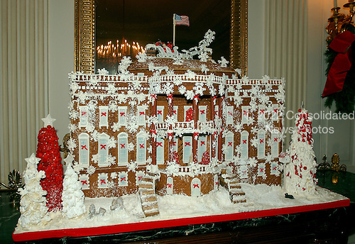 "Washington, D.C. - November 30, 2006 -- The 2006 White House Holiday Decorations were previewed for the press in Washington, D.C. on Thursday, November 30, 2006.  This year's theme is ""Deck the Halls and Welcome All"".   In all, it is expected that 45,000 guests will tour the White House during the holidays..Credit: Ron Sachs / CNP"