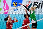 14.01.2018, Halle Berg Fidel, Muenster<br />Volleyball, Bundesliga Frauen, Normalrunde, USC MŸnster / Muenster vs. Dresdner SC<br /><br />Ivana Mrdak (#15 Dresden), Katharina Schwabe (#16 Dresden) - Finte / Trick Mareike Hindriksen (#2 Muenster)<br /><br />  Foto © nordphoto / Kurth