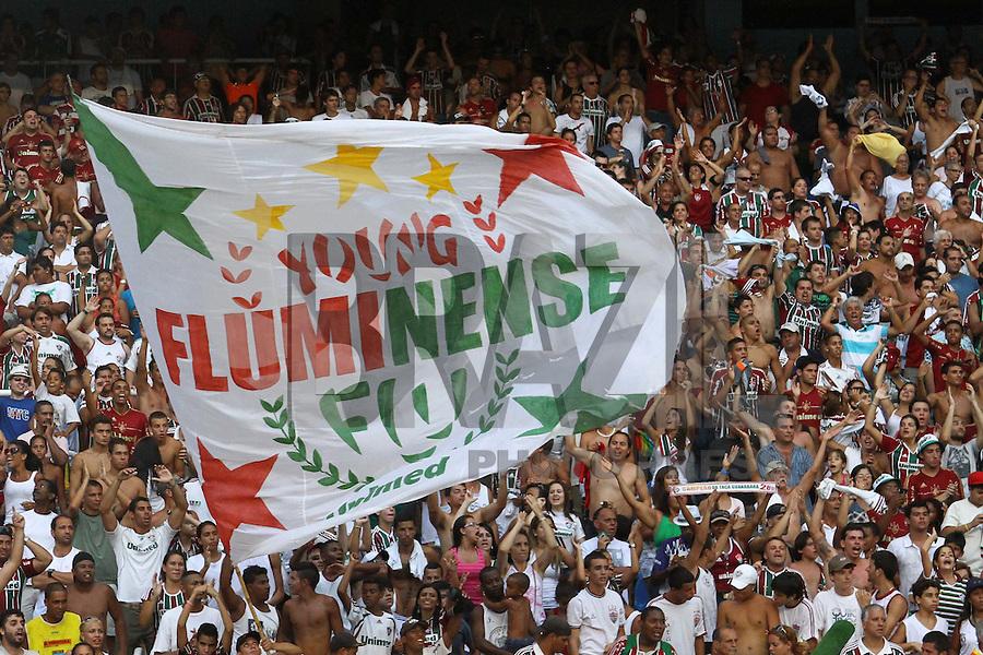 RIO DE JANEIRO, RJ, 26 DE FEVEREIRO 2012 - CAMPEONATO CARIOCA - FINAL - TACA GUANABARA - VASCO X FLUMINENSE - Torcedores do Fluminense comemoram o título, após vitória por 3x1 sobre o Vasco, pela final da Taca Guanabara, no estadio Engenhao, na cidade do Rio de Janeiro, neste domingo, 26. FOTO: BRUNO TURANO – BRAZIL PHOTO PRESS