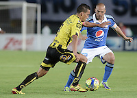 BOGOTÁ -COLOMBIA, 25-10-2014. Mayer Candelo (Der) jugador de Millonarios disputa el balón con Camilo Andres Ayala (Izq) jugador de Alianza Petrolera durante partido por la fecha 16 de la Liga Postobón II 2014 jugado en el estadio Nemesio Camacho el Campín de la ciudad de Bogotá./ Mayer Candelo (R) player of Millonarios fights for the ball with Camilo Andres Ayala (L) player of Alianza Petrolera during the match for the 16th date of the Postobon League II 2014 played at Nemesio Camacho El Campin stadium in Bogotá city. Photo: VizzorImage/ Gabriel Aponte / Staff