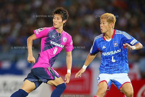 (L-R) Yoichiro Kakitani (Cerezo), Yuzo Kurihara (F Marinos), SEPTEMBER 14, 2013 - Football / Soccer : <br /> 2013 J.LEAGUE Division 1, 25th Sec <br /> match between Yokohama F Marinos 1-1 Cerezo Osaka<br />  at Nissan Stadium in Kanagawa, Japan. (Photo by AFLO SPORT) [1156]