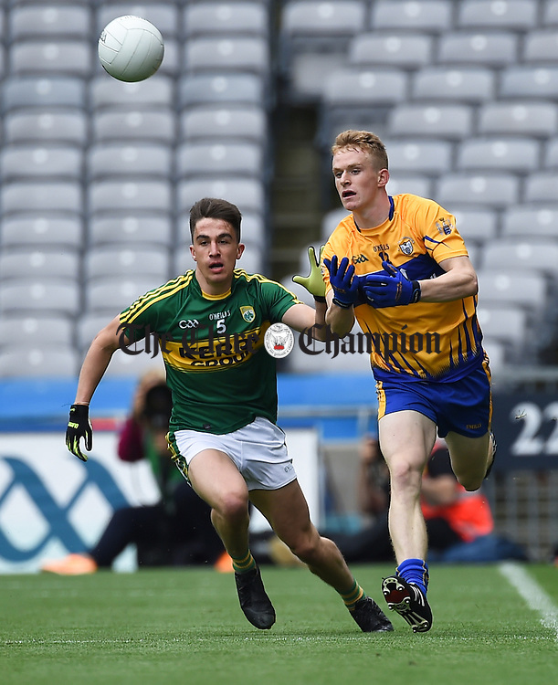 Brian Ó Beaglaoich of Kerry in action against Pearse Lillis of Clare during their All-Ireland quarter final at Croke Park. Photograph by John Kelly.