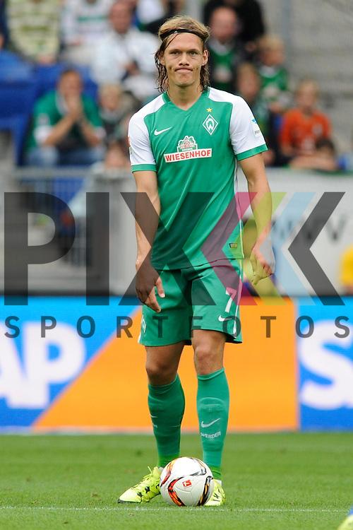 Bremens Vestergaard, Jannik (Nr.7) am Ball beim Spiel in der Bundesliga TSG 1899 Hoffenheim - Werder Bremen.<br /> <br /> Foto &copy; PIX-Sportfotos *** Foto ist honorarpflichtig! *** Auf Anfrage in hoeherer Qualitaet/Aufloesung. Belegexemplar erbeten. Veroeffentlichung ausschliesslich fuer journalistisch-publizistische Zwecke. For editorial use only.
