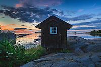 Skymning vid en sjöbod  på Arholma i Roslagen Stockholms skärgård. / Dusk at Arholma in the Stockholm archipelago in Sweden.