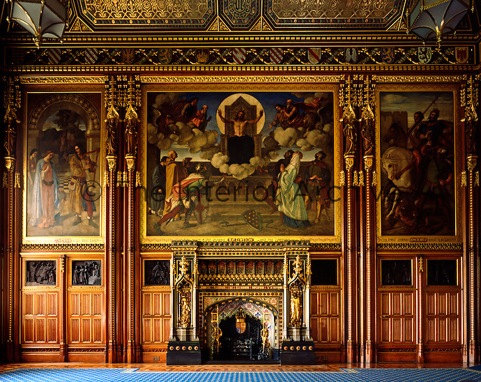 The grand Robing Room has walls adorned with Arthurian frescos by William Dyce. The bronze reliefs by H.H. Armstead are also themed around the medieval romance