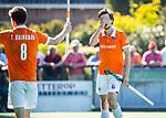 BLOEMENDAAL   - Hockey -  2e wedstrijd halve finale Play Offs heren. Bloemendaal-Amsterdam . Florian Fuchs (Bldaal) krijgt geel.  COPYRIGHT KOEN SUYK