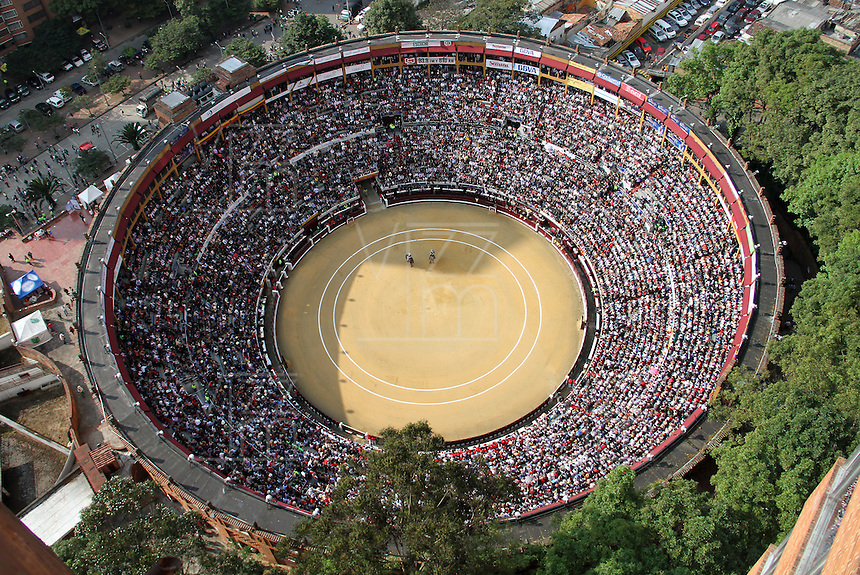 BOGOTA-COLOMBIA-22-01-2012 .Panorámica de la plaza de toros .Panoramic view of the bullring ..Photo: VizzorImage/Felipe Caicedo.