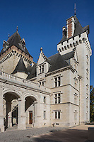France, Aquitaine, Pyrénées-Atlantiques, Béarn, Pau: Le château où naquit le roi Henri IV , Portique Napoléon III,  aile et tour  Napoléon III  //  France, Pyrenees Atlantiques, Bearn, Pau:  14th century castle, place of birth of king Henry IV , portico Napoléon III , Napoléon III wing and tower
