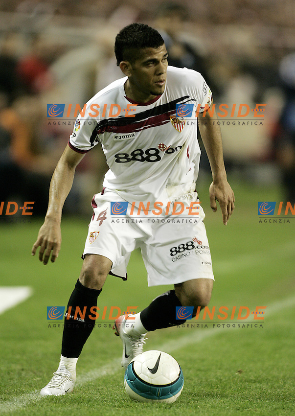 Sevilla's Daniel Alves during the Spanish League match between Sevilla  and FC Barcelona at Ramon Sanchez Pizjuan Stadium in Sevilla, Saturday March 03 2007. (INSIDE/ALTERPHOTOS/B.Echavarri). Siviglia Barcellona