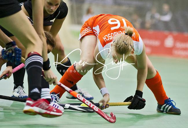 LEIPZIG -   Vera Vorstenbosch , zaterdag tijdens de halve finalewedstrijd bij de vrouwen tussen Nederland en Duitsland (1-4) bij het EK Zaalhockey in Leipzig.  Duitsland plaatst zich voor de finale. ANP KOEN SUYK