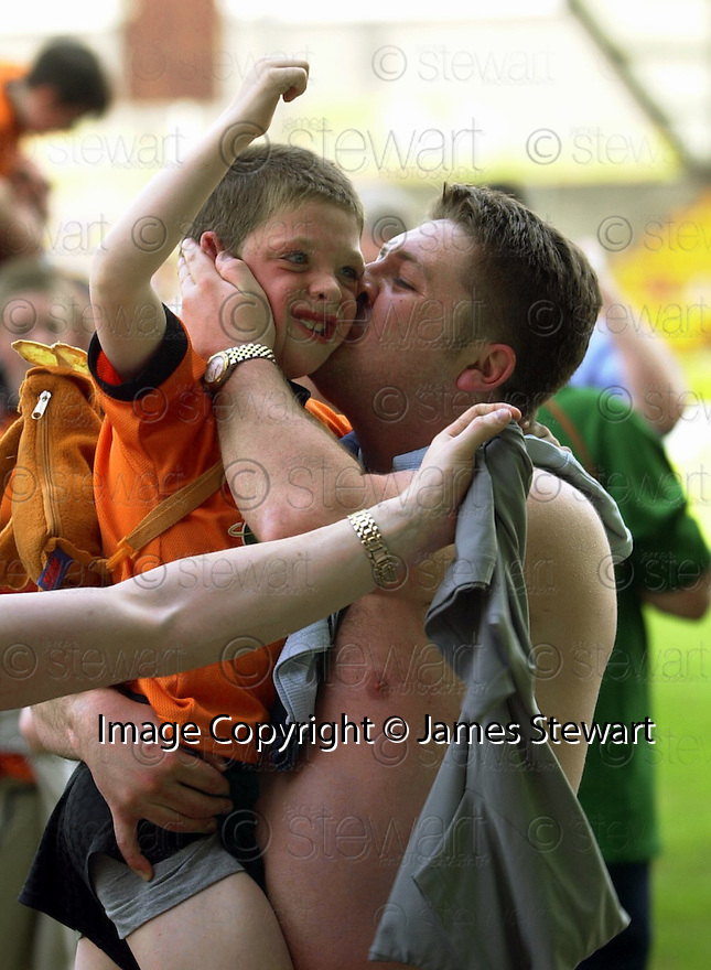 12th May 2001   Copyright Pic : James Stewart .Ref :                           .File Name : stewart15-st johnstone v dundee utd.UNITED FANS CELEBRATE......James Stewart Photo Agency, Stewart House, Stewart Road, Falkirk. FK2 7AS      Vat Reg No. 607 6932 25.Office : +44 (0) 1324 630007     Mobile : 07721 416997.Fax     :  +44 (0) 1324 630007.E-mail : jim@jspa.co.uk.If you require further information then contact Jim Stewart on any of the numbers above.........