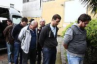 CURITIBA, PR, 24.03.2016: LAVA-JATO – Presos da 26ª Fase da operação Lava-Jato, chegam ao Instituto médico Legal - IML em Curitiba (PR) na manhã desta quinta-feira (24) para realização de exame de corpo delito. (Foto: Paulo Lisboa/Brazil Photo Press)