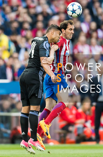 Diego Roberto Godin Leal of Atletico de Madrid fights for the ball with Carlos Henrique Casemiro of Real Madrid during their 2016-17 UEFA Champions League Semifinals 2nd leg match between Atletico de Madrid and Real Madrid at the Estadio Vicente Calderon on 10 May 2017 in Madrid, Spain. Photo by Diego Gonzalez Souto / Power Sport Images