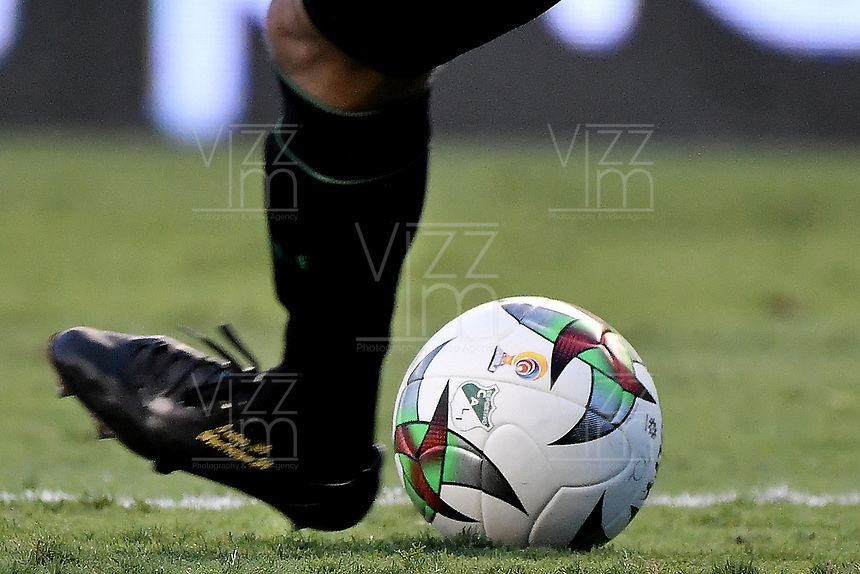 PALMIRA - COLOMBIA, 01-09-2019: El balón Golty durante el partido entre Deportivo Cali y Deportivo Pasto por la fecha 9 de la Liga Águila II 2019 jugado en el estadio Deportivo Cali de la ciudad de Palmira. / Golty ball during match for the date 9 between Deportivo Cali and Deportivo Pasto of the Aguila League II 2019 played at Deportivo Cali stadium in Palmira city. Photo: VizzorImage / Gabriel Aponte / Staff