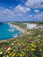 Spain, Balearic Islands, Menorca, Son Bou: bay, beach and resort | Spanien, Balearen, Menorca, Son Bou: Bucht, Strand und Feriensiedlung im Suedwesten