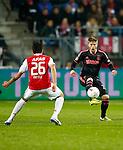Nederland, Alkmaar, 27 maart 2014<br /> KNVB Beker<br /> Seizoen 2013-2014<br /> Halve finale<br /> AZ-Ajax<br /> Lasse Schone (r.) van Ajax in actie met bal. Links Celso Ortiz van AZ.
