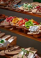 Italien, Kampanien, Sorrentinische Halbinsel, Amalfikueste, Positano: Schuhgeschaeft | Italy, Campania, Sorrento Peninsula, Amalfi Coast, Positano: shoe shop