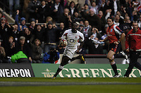 Twickenham. GREAT BRITAIN, Paul SACKEY, attacking on the wing, during the, 2006 Investec Challenge, game between, England  and Argentina, on Sat., 11/11/2006, played at the Twickenham Stadium, England. Photo, Peter Spurrier/Intersport-images].....