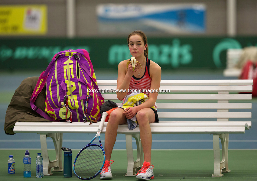 Rotterdam, The Netherlands, March 19, 2016,  TV Victoria, NOJK 14/18 years, Julie Belgraver (NED) beats a banana during changeover<br /> Photo: Tennisimages/Henk Koster