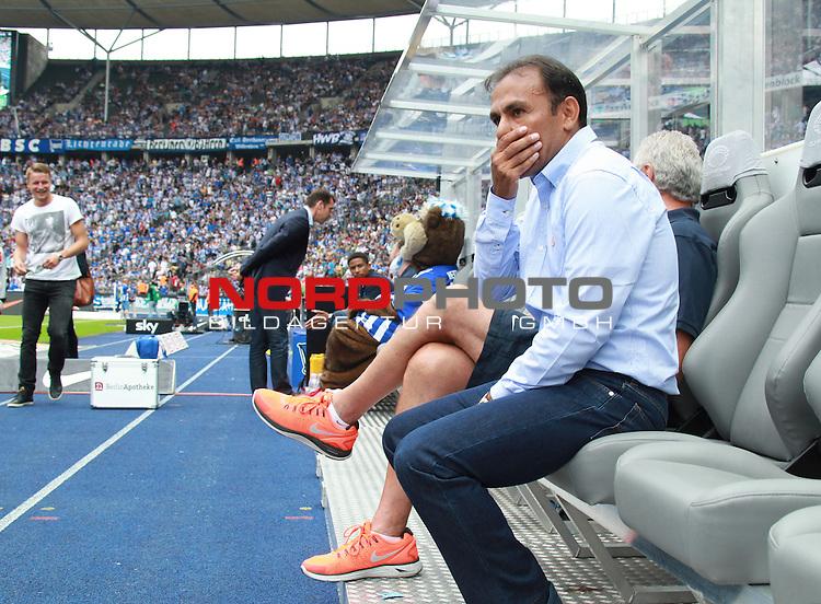 10.08.2013, OLympiastadion, Berlin, GER, 1.FBL, Hertha BSC vs Eintracht Frankfurt, im Bild Cheftrainer (Head Coach) Jos Luhukay (Hertha BSC Berlin)<br /> <br />               <br /> Foto &copy; nph /  Schulz