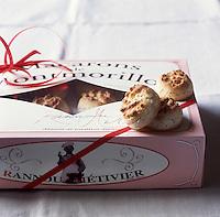 """Europe/France/Poitou-Charentes/86/Vienne/Montmorillon: Biscuitier """"Rannou-Métivier"""" - Macarons de Montmorillon aux amandes<br />  - Stylisme : Valérie LHOMME"""