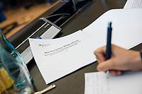 Vorstellung des &quot;Masterplan Migration&quot; des Bundesminister des Innern, fuer Bau und Heimat, Horst Seehofer (CSU), am Dienstag den 10. Juli 2018.<br /> Im Bild: Eine Kopie des &quot;Masterplan&quot; fuer die Medienvertreter.<br /> 10.7.2018, Berlin<br /> Copyright: Christian-Ditsch.de<br /> [Inhaltsveraendernde Manipulation des Fotos nur nach ausdruecklicher Genehmigung des Fotografen. Vereinbarungen ueber Abtretung von Persoenlichkeitsrechten/Model Release der abgebildeten Person/Personen liegen nicht vor. NO MODEL RELEASE! Nur fuer Redaktionelle Zwecke. Don't publish without copyright Christian-Ditsch.de, Veroeffentlichung nur mit Fotografennennung, sowie gegen Honorar, MwSt. und Beleg. Konto: I N G - D i B a, IBAN DE58500105175400192269, BIC INGDDEFFXXX, Kontakt: post@christian-ditsch.de<br /> Bei der Bearbeitung der Dateiinformationen darf die Urheberkennzeichnung in den EXIF- und  IPTC-Daten nicht entfernt werden, diese sind in digitalen Medien nach &sect;95c UrhG rechtlich geschuetzt. Der Urhebervermerk wird gemaess &sect;13 UrhG verlangt.]