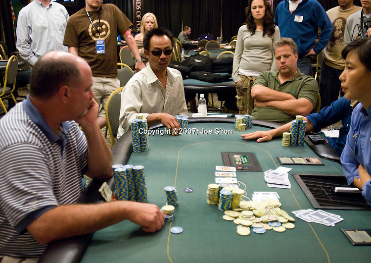 "A big pot between Tom Schneider & David ""The Dragon"" Pham"