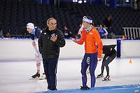 SCHAATSEN: HEERENVEEN: IJsstadion Thialf, 08-12-2016, ISU World Cup-training, Marrit Leenstra en trainer Maurizio Marchetto (ITA), ©foto Martin de Jong