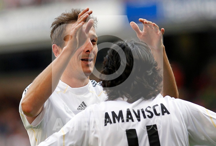 Madrid (30/05/10).- Estadio Santiago Bernabeu..Corazon Classic Match 2010.Real Madrid Veteranos 4- Milan Glorie 3.Luis Miguel Ramis y Jose Emilio Amavisca...Photo: Alex Cid-Fuentes/ ALFAQUI.
