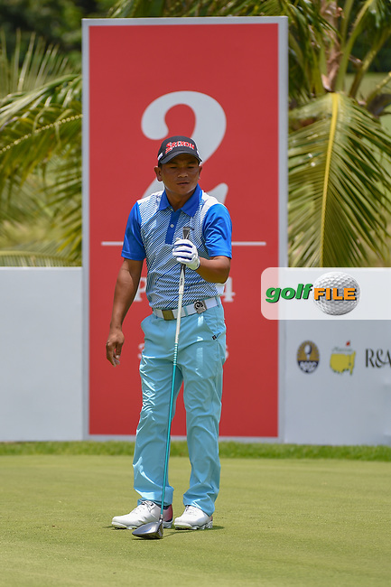 Mg MAE (MYA) watches his tee shot on 2 during Rd 1 of the Asia-Pacific Amateur Championship, Sentosa Golf Club, Singapore. 10/4/2018.<br /> Picture: Golffile | Ken Murray<br /> <br /> <br /> All photo usage must carry mandatory copyright credit (© Golffile | Ken Murray)