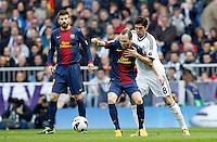 MADRI, ESPANHA, 02 MARÇO 2013 - CAMPEONATO ESPANHOL - REAL MADRID X BARCELONA - Andres Iniesta  jogador do Barcelona disputa bola com Kaka (D) Real Madrid em partida pela 26 rodada do Campeonato Espanhol, neste sabado, 02. (FOTO: ALEX CID-FUENTES / ALFAQUI / BRAZIL PHOTO PRESS).