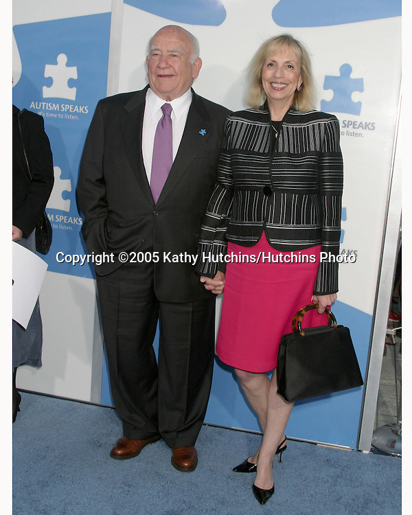 Ed Asner and longtime love Cindy.Autism Speaks Concert, featuring Paul Simon & Jerry Seinfeld.Kodak Theater.Los Angeles, CA.September 24, 2005.©2005 Kathy Hutchins/Hutchins Photo.