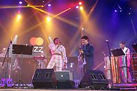 SÃO PAULO, SP 31.08.2019: FESTIVAL JAZZ-SP - Lourenço Rebetez convida a cantora Xênia França no palco do festival Mastercard Jazz, que aconteceu na tarde deste sábado (31), na platéia externa do Auditório Ibirapuera, na zona sul da capital paulista. (Foto: Ale Frata/Código19)