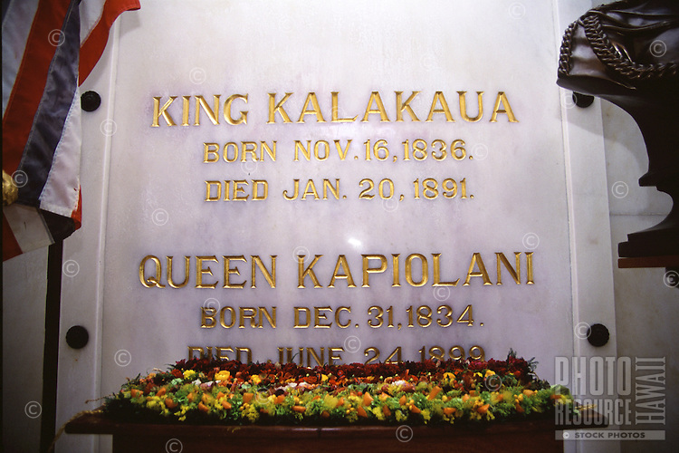 Leis presented at Royal Mausoleum