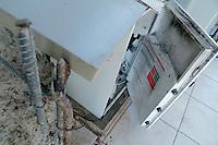 HORTOLÂNDIA, SP, 29.03.2016 – CRIME-SP – Quadrilha armada com fuzis, faz reféns em um posto de combustível na cidade de Hortolândia interior de São Paulo. O impacto da explosão danificou parte do posto, não há informação de feridos e os bandidos fugiram sem levar nada, nesta terça-feira, 29. (Foto:Daniel Pinto/Brazil Photo Press)