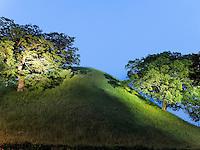 Grabh&uuml;gel Bonghwadae im Noseodong--Park, Gyeongju, Provinz Gyeongsangbuk-do, S&uuml;dkorea, Asien, UNESCO-Weltkulturbe<br /> burial mound Bonghwadae in Noseodong park, Gyeongju,  province Gyeongsangbuk-do, South Korea, Asia, UNESCO world-heritage