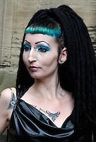 Gothic vrouw bezoekt het Summer Darkness Festival in Utrecht
