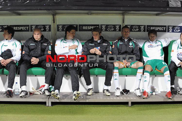 UEFA CUP 2008/2009<br /> Viertelfinale 1/4 Weserstadion 09.04.2009<br /> Werder Bremen (GER) - Udinese Calcio (ITA) 3:1 ( 1:0 )<br /> <br /> Bremer Reservebank <br /> v.li,.<br /> Frank Baumann (Bremen GER #6) Keeper Christian Vander ( Bremen GER# 33 ) Sebastian Pr&ouml;dl ( Werder Bremen AUT #15) Peter Niemeyer ( Bremen GER #25 ) Jurica Vranjes ( Bremen CRO#7 )8 Aaron Hunt ( Bremen GER #14 ) Daniel Jensen ( Bremen DEN #20 )<br /> <br /> <br /> Foto &copy; nph (  nordphoto  )