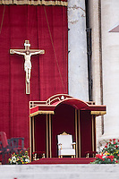 La sedia papale in piazza San Pietro. The Papal chair in St. Peter square during the ceremony canonization.