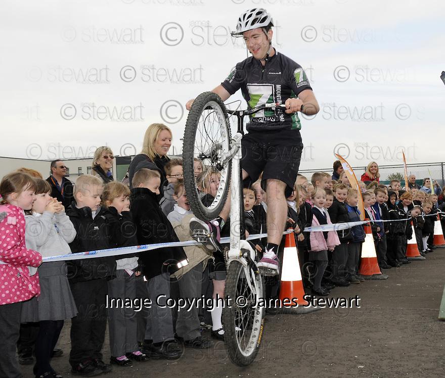 22/04/2010   Copyright  Pic : James Stewart.28_bowhouse_bikes  .::  BOWHOUSE PRIMARY SCHOOL GRANGEMOUTH :: 7 STANES MOUNTAIN BIKE DISPLAY TEAM :: .