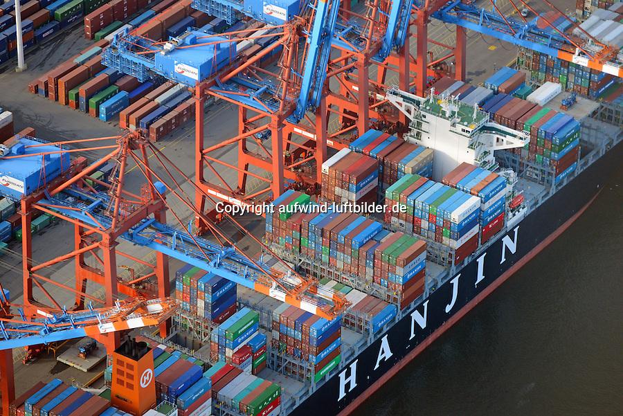 Containerverladung eines Schiffs der Reederei Hanjin beim Eurogate: EUROPA, DEUTSCHLAND, HAMBURG, (EUROPE, GERMANY), 02.01.2009 Der EUROGATE Containerterminal Hamburg liegt Zentral im Waltershofer Hafen, mit direkter Anbindung an die Autobahn A7. An 365 Tagen im Jahr werden hier an sechs Großschiff-Liegeplaetzen rund um die Uhr Containerschiffe abgefertigt. Hierfuer stehen 23 Containerbruecken (davon 19 Post-Panmax) und mehr als 140 Van Carrier zur Verfuegung.<br /> Mit einem Umschlag von 2,7 Mio. TEU in 2008 gilt der EUROGATE Container Terminal Hamburg als die zweitgroesste Umschlagsanlage der EUROGATE-Gruppe in Deutschland.<br /> Containerverladung eines Schiffs der Reederei Hanjin beim Eurogate