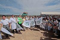 Quer&eacute;taro, Qro. 22 DICIEMBRE 2015.- El Delegado del IMSS en Quer&eacute;taro, Ernesto Luque Hudson, encabezo la ceremonia de inicio de los trabajos de conservaci&oacute;n y transplante de especies en el terreno donde ser&aacute; contru&iacute;do el nuevo hospital del Seguro Social en un plazo no mayor a 27 meses. <br /> <br /> Foto: Victor Pichardo / Obture Press Agency