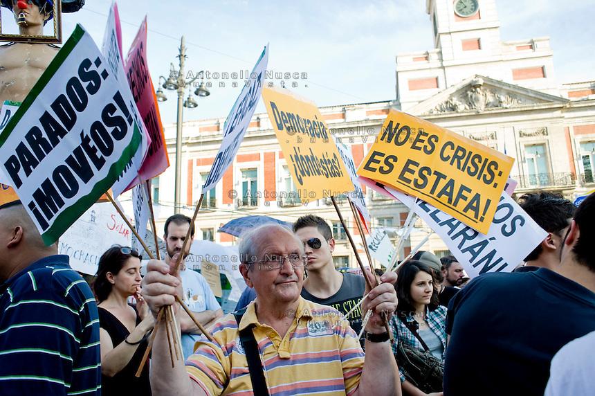 Los Indignados, the Spanish youth movement, continue demonstrating against unemployment and mainstream politics, three days after Spanish regional and local elections..Los Indignados continuano la loro protesta in Plaza del Sol a Madrid, tre giorni dopo le elezioni amministrative.
