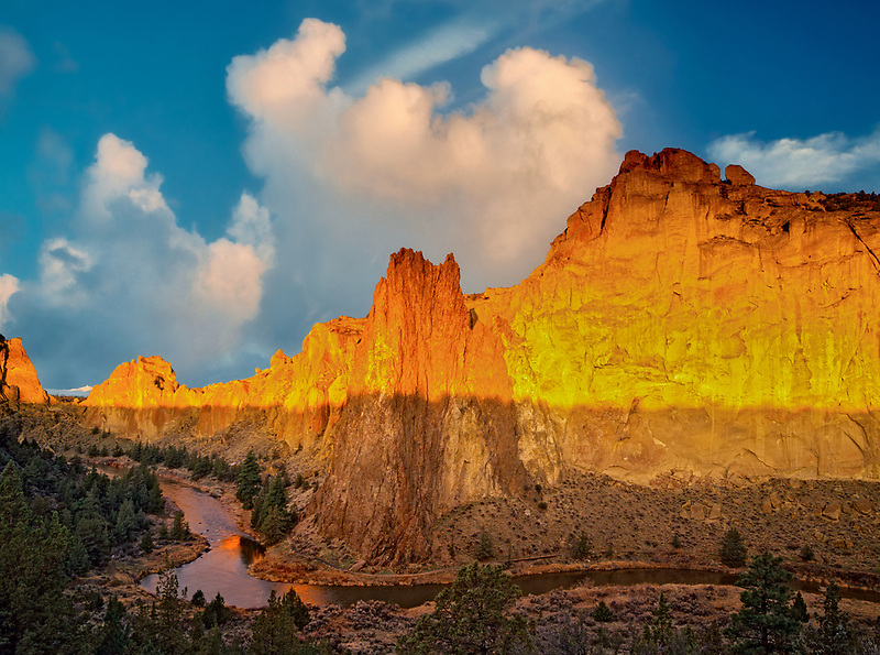 Sunrise at Smith Rock State Park, Oregon.