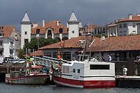 France, Pyrénées-Atlantiques (64), Pays-Basque, Saint-Jean-de-Luz,  le port de pêche et la  Maison Louis XIV,  // France, Pyrenees Atlantiques, Basque Country, Saint Jean de Luz: Fishing port and the Maison Lohobiague or House of Louis XIV