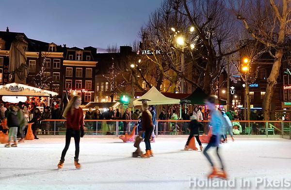 Nederland - Amsterdam - Januari 2019.  IJsbaan op het Rembrandtplein.   Foto Berlinda van Dam