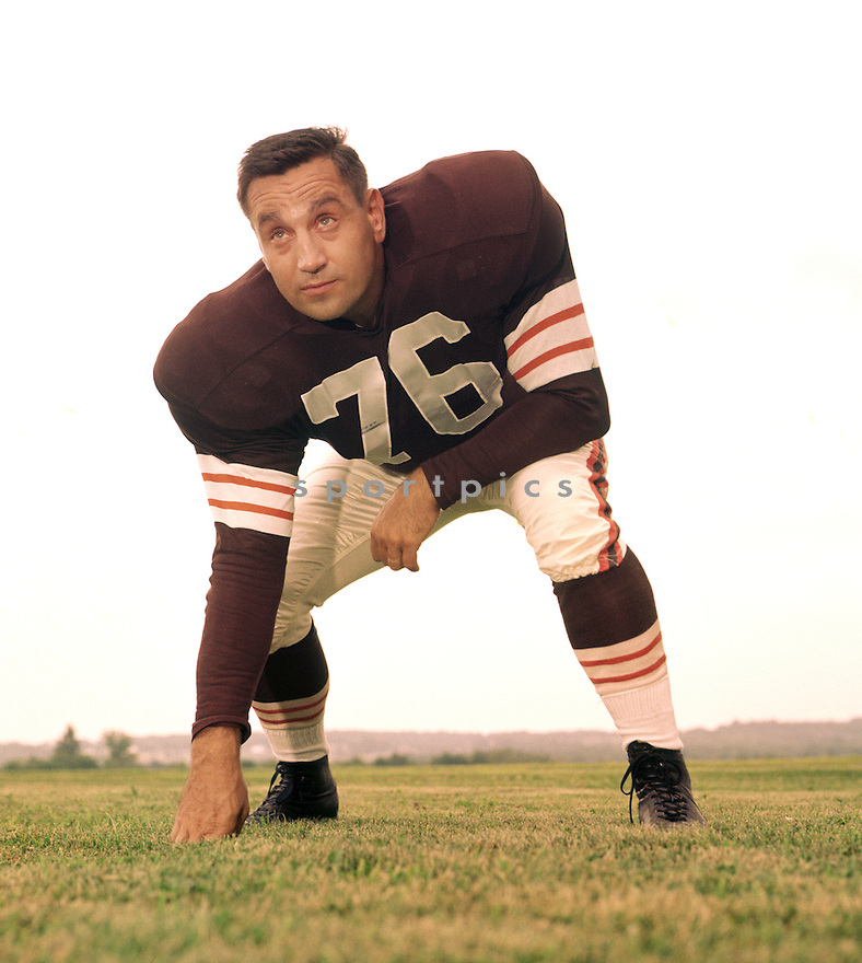 Cleveland Browns Lou Groza (76) portrait from his 1958 with the Cleveland Browns. Lou Groza played for 21 season, all with the Cleveland Browns, was a 9-time Pro Bowler and was inducted to the Pro Football Hall of Fame in 1974.(SportPics)