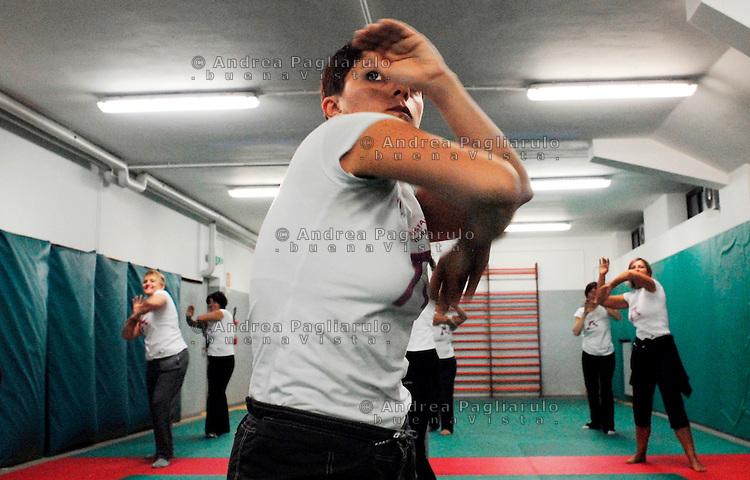"""Italia, Milano..""""Fa la cosa giusta"""", corsi di autodifesa femminile organizzati dal Comune di Milano..© Andrea Pagliarulo/Buenavista.####.Italy, Milan..Women's self-defence course..© Andrea Pagliarulo/Buenavista.."""