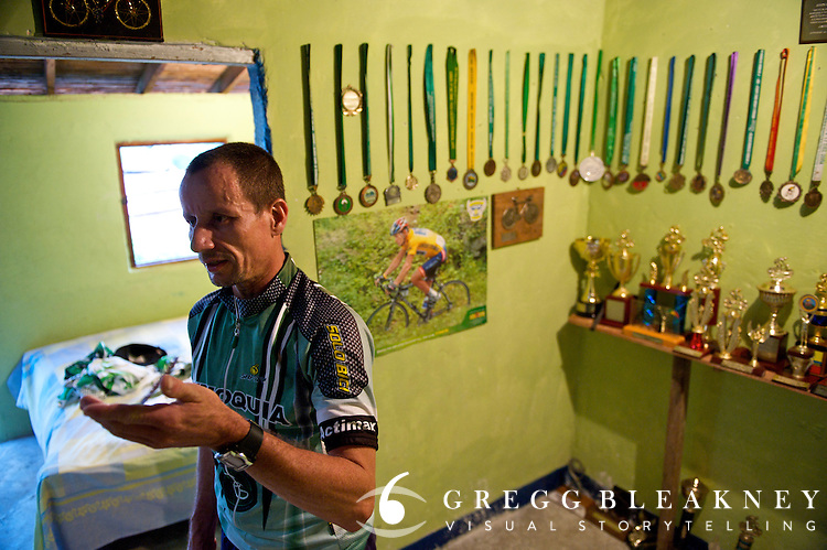 The coal miner biker at his home - Colombia